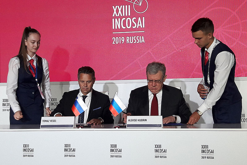 President of the Slovenian Court of Audit Tomaž Vesel and President of the Accounts Chamber of the Russian Federation Aleksei Kudrin upon signing of the agreement