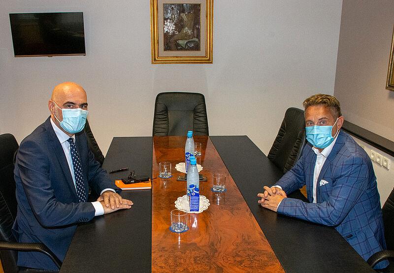 Veleposlanik Kraljevine Nizozemske Johan O. Verboom in predsednik računskega sodišča Tomaž Vesel