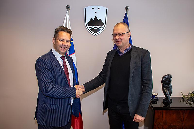 Predsednik računskega sodišča Tomaž Vesel in svetovalec za revizije smotrnosti poslovanja VRI Finske Visa Paajanen