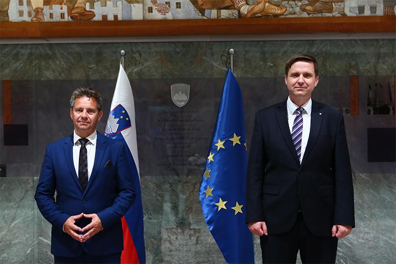 President of the Court of Audit, Tomaž Vesel, and President of the National Assembly, Igor Zorčič (Photo by: National Assembly/Matija Sušnik)